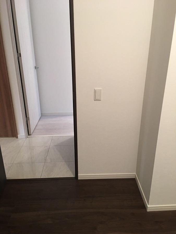 磁器質タイルの廊下と子供部屋