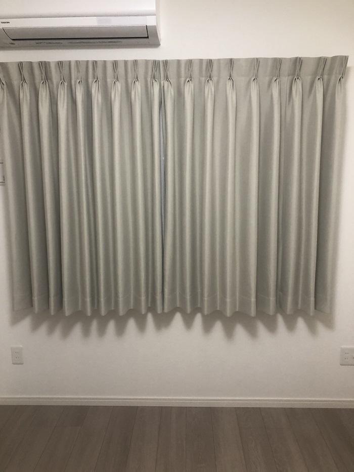 寝室に付けたテキスタイルデポのカーテン