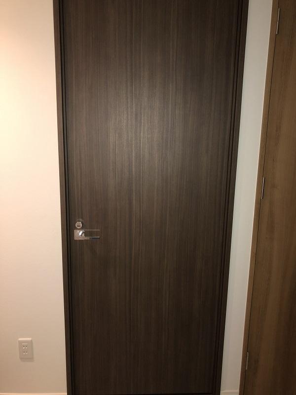 ブラックウォルナットのドア