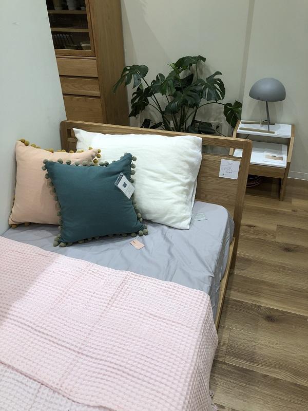高野木工のマークというシリーズのベッド