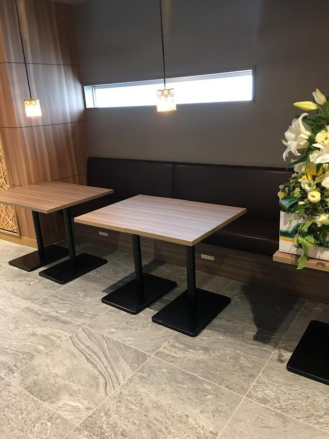 スーパーホテル別府駅前のラウンジのテーブル