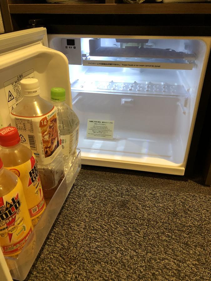 スーパーホテル別府駅前の客室についている冷蔵庫