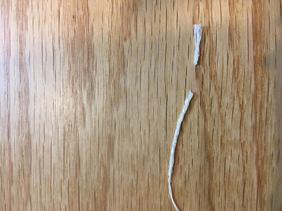 セロテープを貼ってねじったところを切ったもの
