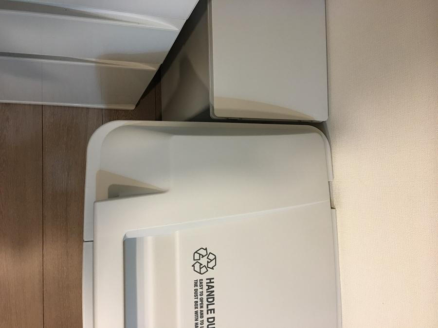 アスベルのダストボックスと無印良品のゴミ箱の色を見比べたところ