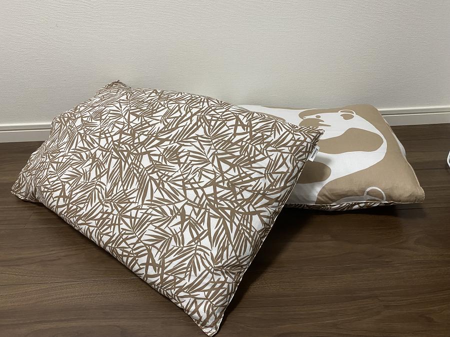 フィンレイソンアヤトスのベージュ色のピローケースの裏側の笹の葉柄のデザイン